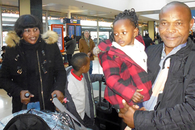 A Congolese family reunited in Paris thanks to the joint efforts of the French Red Cross and the ICRC in Algeria.